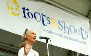Jane Goodall mit Jugendlichen