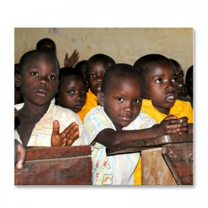 Kinder in der St. John Baptist Kihangi Primary School